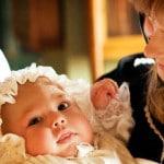 Крещение новорожденного: подготовка, выбор кретстных