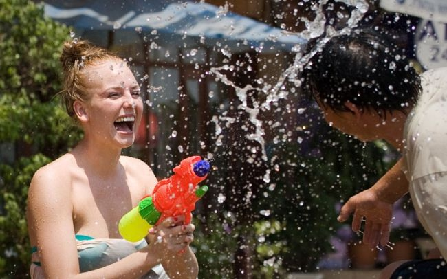 к чему снится чистая вода девушке