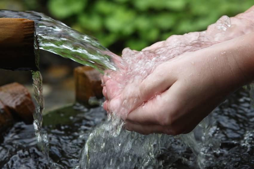При оргазме ч може сильно виливаться вода